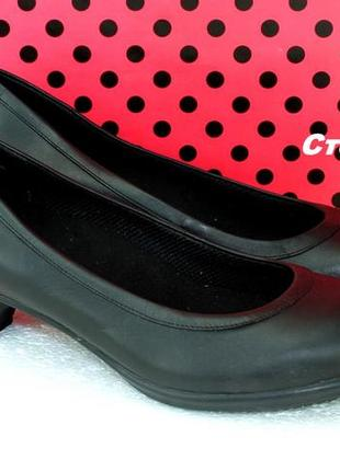 Туфли кожаные crocs.