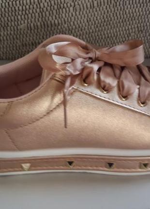 Бронзовые кеды с шипами. шнурки ленты. 23.5 см.