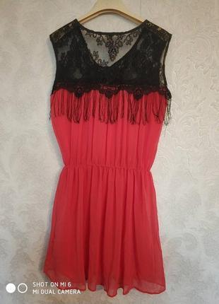 Красивое кораловое платье с бахромой бренда sweewe paris