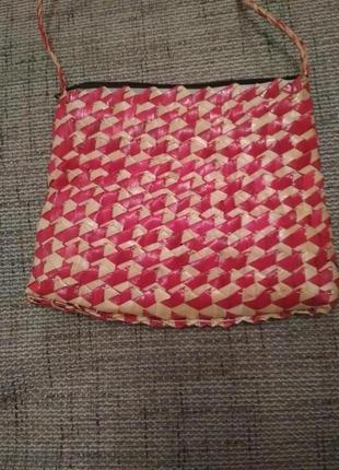 Модная соломенная сумочка