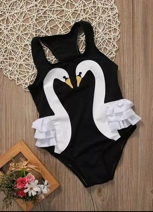 Черный сдельный купальник с лебедями