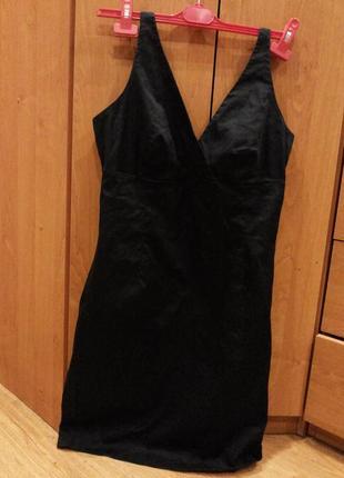Коктельное платье базового черного цвета