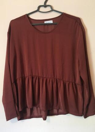 Свободная блуза с баской цвета бордо, марсала