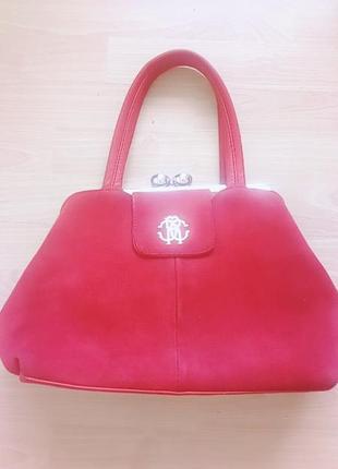 Червона сумочка, дуже вмістка