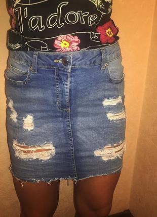Рваная обтягивающая джинсовая юбка