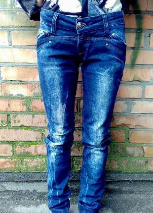 Трендовые джинсы gucci, размер 26