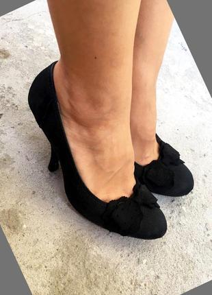 Туфли черный на каблуке