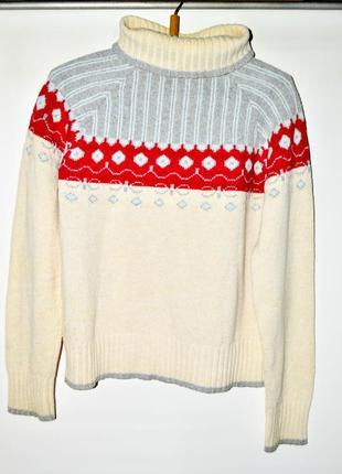 Стильный белый свитер columbia с разноцветным узором.
