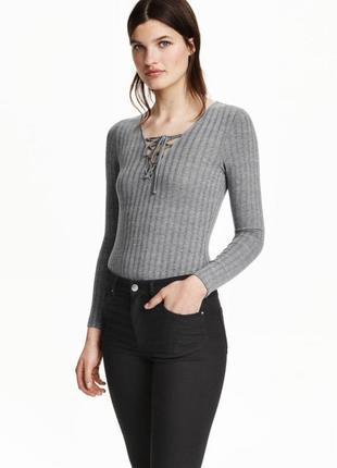 Меланжевый боди/топ/лонгслив футболка в рубчик с шнуровкой на груди от h&m