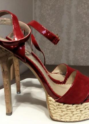 Продам босоножки на каблуке basconi
