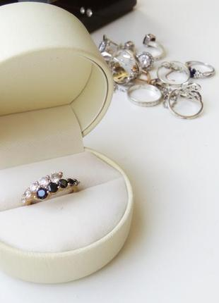 Бижутерное кольцо, металл не темнеет