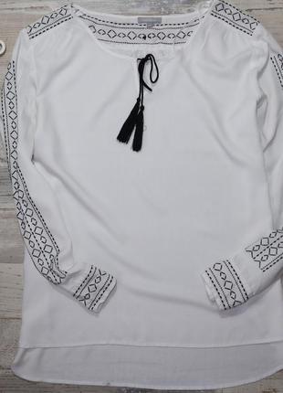 Белоснежная рубаха с черной вышивкой