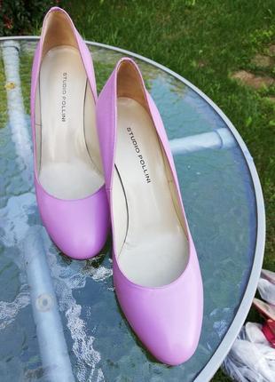 Элегантные нежно-розовые туфли  pollini на среднем каблуке
