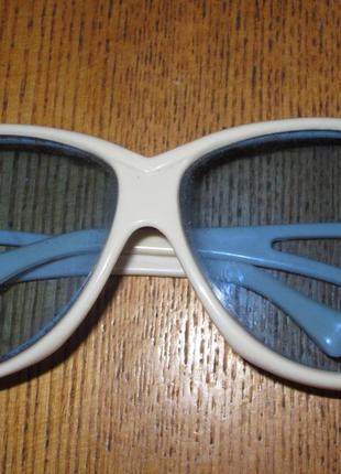 Очки с голубыми стеклами