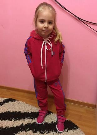 Трикотажный спортивный костюм универсальная модель для девочек 3-8лет