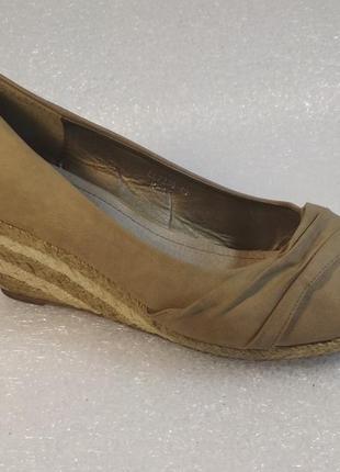 Jumex фирменные летние кожаные туфли 40 размер
