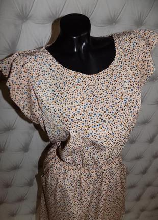 Очень красивая модель, платье с крылышками5