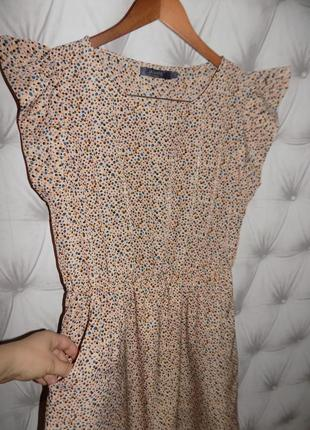 Очень красивая модель, платье с крылышками3