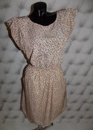 Очень красивая модель, платье с крылышками2