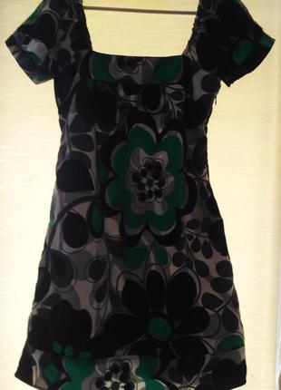 Замечательное платье в сочных зелёных тонах, размер м