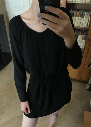 Чорне плаття в стилі кежуел