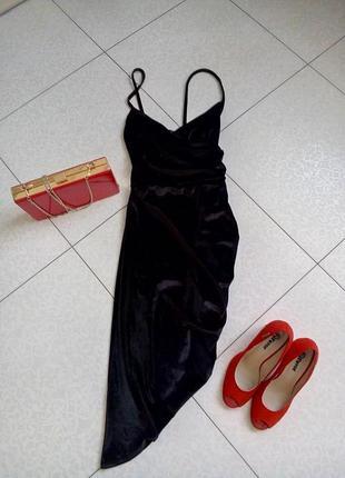 Шикарнийшее асиметричное велюровое платье по фигурке на запах.