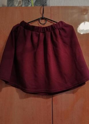 Классная бордовая пышная юбка.