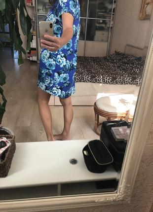 Яркое стильное платье в цветочный принт