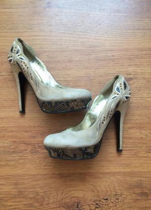 Красивенные туфли лодочки нарядные замш натуральный бежевые нюдовые телесные светлые