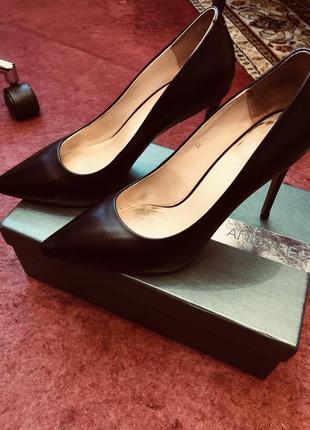 Кожаные черные туфли attizzare