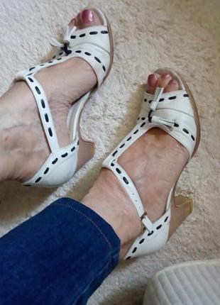 Босоножки белые кожаные, с закрытой пяткой, размер-37. продажа или обмен