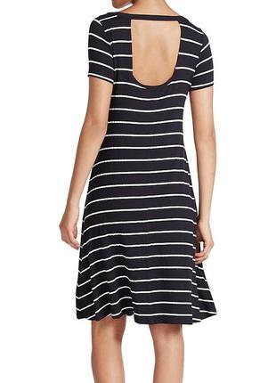 Темно-синее платье в полоску с вырезом сзади4 фото