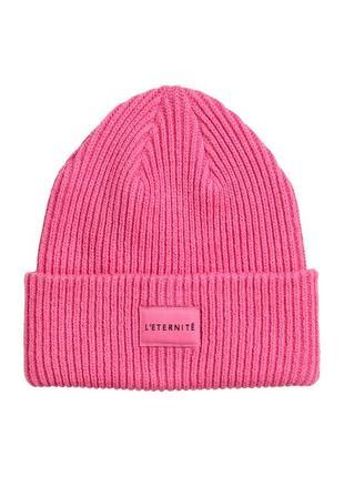 Крутая ярко-розовая вязаная шапка с нашивкой h&m новая