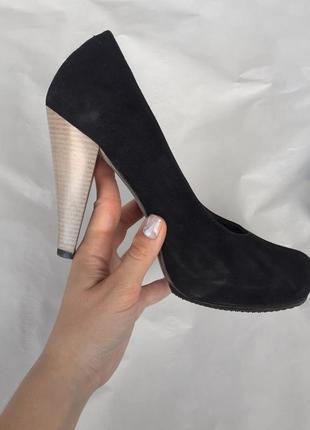 Туфли замшевые с деревянным каблуком