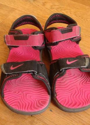 Nike спортивные босоножки на девочку 25 размер