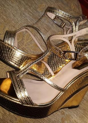 Золотые босоножки(туфли)