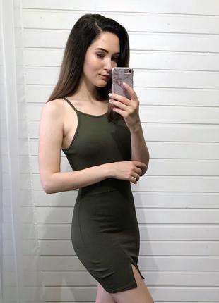 Платье оттенка хаки prettylittlething