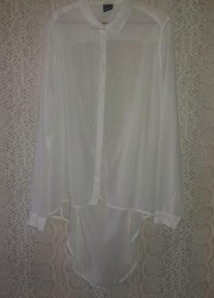 Блуза с красивым вырезом на спинке