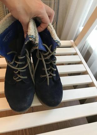 Стильные замшевые ботинки на платформе
