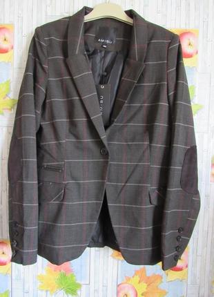 Пиджак с заплатками на локтях