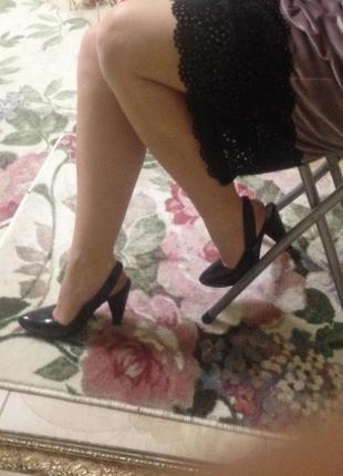 Красивые туфли, натуральный лак 35 размер