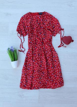 Красивое платье в цветочек prettylittlething