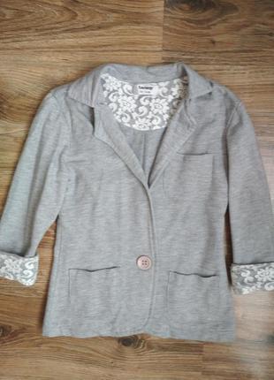 Серый трикотажный пиджак в школу от tammy!