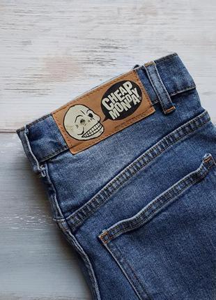 Трендовые голубые плотные джинсы ровного кроя cheap monday