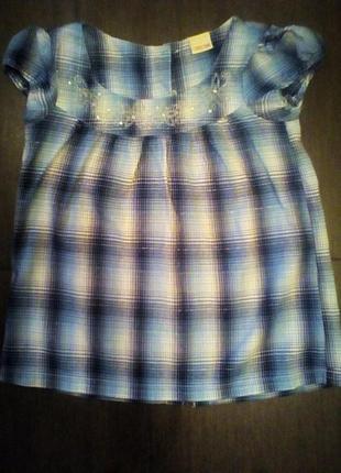 Блуза-распашонка с  пуговицами на спине.