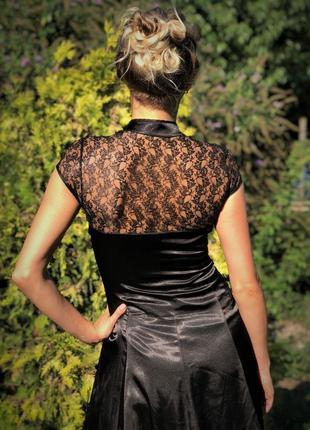 Платье чёрное атласное гипюр кружево миди атлас черное клеш гейша