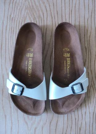 Шлепанцы birkenstock шлепки слайдеры тапки босоножки сандалии белые биркенштоки сланцы