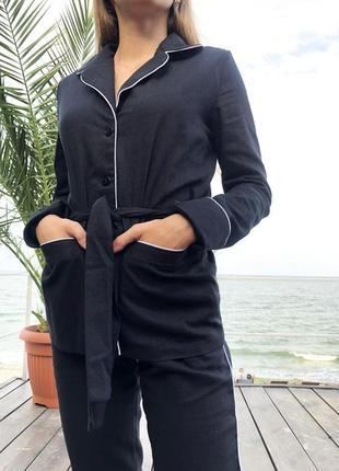 Стильный актуальный брючный костюм в пижамном стиле