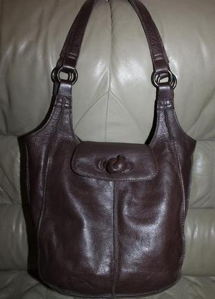 Фирменная сумка из натуральной кожи бренда clarks