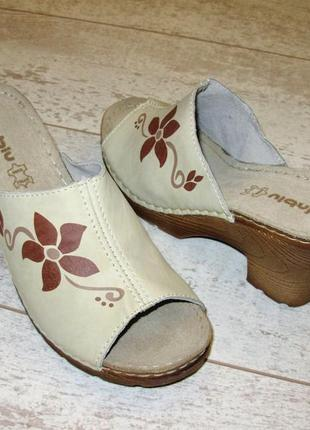 Кожаные шлепанцы inblu бежевые на каблуке натуральная кожа